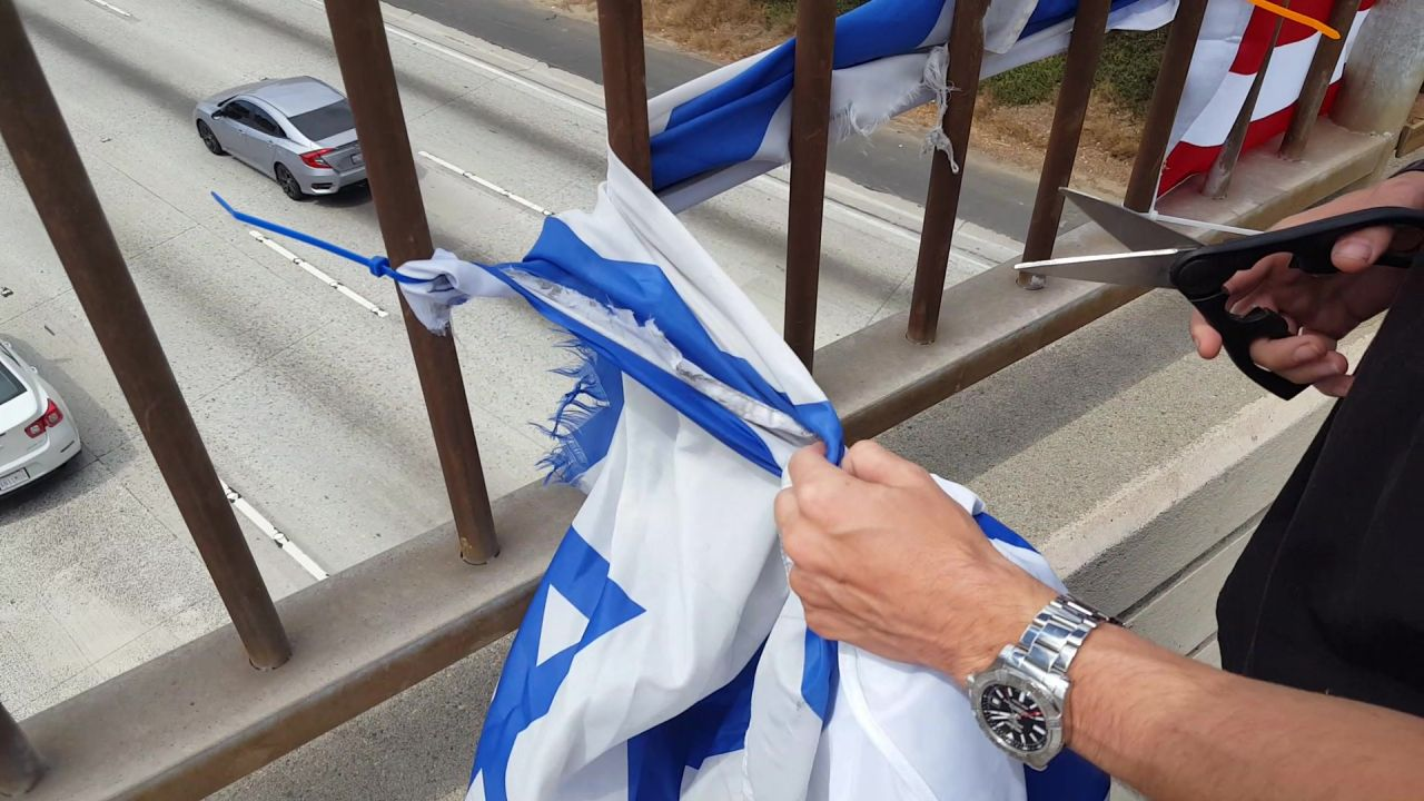 ChuckThemClouds With The GDL Cut Down Israeli Flag Over The 405 Freeway (NTNT)